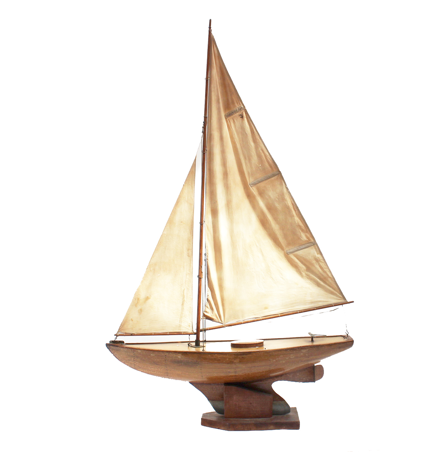 30 inch restricted model racing yacht